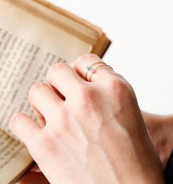 また華奢な指輪でも、重ねづけをすることで印象を変えることができます。いろいろな組み合わせで遊び心を添えてみては?