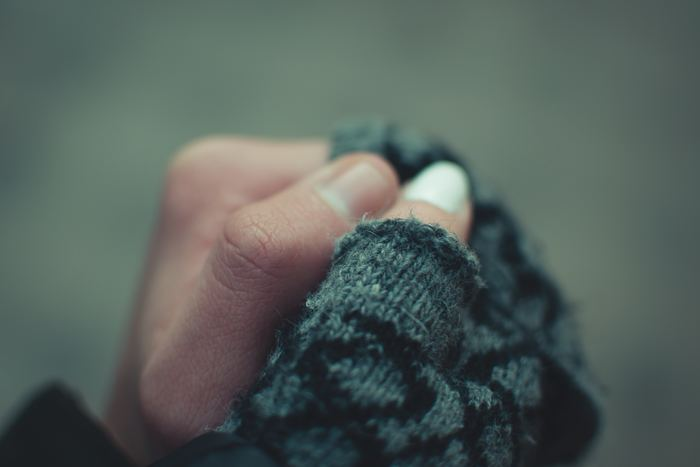 しもやけとは、寒さで体の末端の血行が滞っているのに、それが解消されないまま暖かい環境に行くと、急に体全体の血行がよくなってしまう事で、手足の先や耳などにかゆみを伴う炎症が起きる事をいいます。