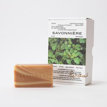 フランス語で、女性の石けん職人という意味を持つ「サヴォニエール」。石油由来成分、化学物質、合成剤無添加。厳選されたオーガニックの植物原料のみを使用しているため、オーガニック志向の方におすすめです。  肌の再生・保護を促してくれるので、肌が弱っているときこそ、使いたいですね。