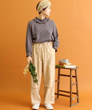 シルエットやディテールが上級者のカギ。「パンツ」で女性らしさを出す方法