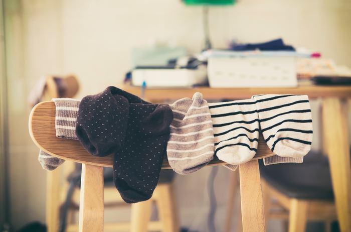 足先を冷えからガードするためにソックスやタイツを重ね履きする事で汗をかくと、それによってもしもやけが起きやすくなります。ソックスやタイツが湿ったらすぐに履き替えましょう。