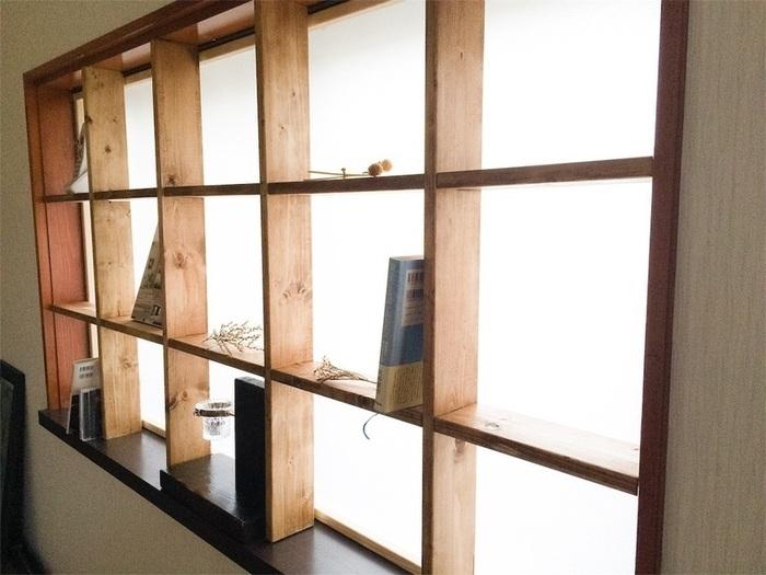 格子は全体に配置しても良いですし、両端にだけ作ったり、数や幅も好みに合わせて変えてみるのも◎ 前の画像のように中央に、扉を蝶番で取り付けても素敵ですね。 いろいろな窓に応用できるので、ぜひ作ってみてくださいね。