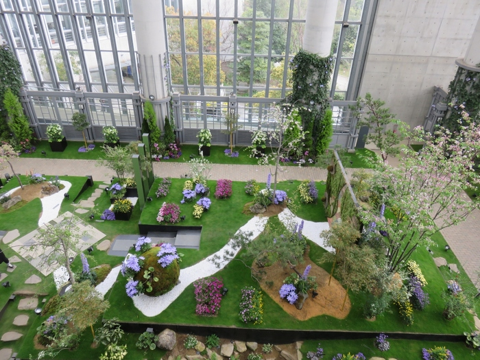中でも特に人気の施設が「奇跡の星の植物園」。植物の生命力や文化の豊かさ、そして五感を通じて得られる癒しや感動...体験すればきっと、ただ美しいだけの庭園というわけではないことが分かるでしょう。趣向を凝らした企画展示や希少な珍種植物など、植物好きに関わらず、とても興味深く見て回ることができますよ。