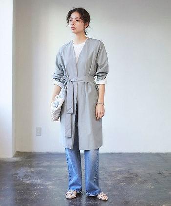 カジュアルな印象を与えるデニム素材の洋服もオフィス向きとは言えませんが、会社によってはOKの場合も。デニムをはじめ、スニーカーやサンダルなどのカジュアルなアイテムの着用率も増え、多様なスタイルが楽しめるようになってきています。オフィスカジュアルには明確な定義がないものの、どのような服装の場合でも「清潔感」や「上品さ」が大事なポイントになります。