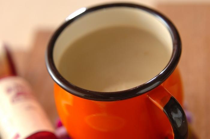 いつも飲んでるカフェオレにブランデーをプラスするだけで大人味のホットドリンクに…。コーヒー好きの方にもおすすめの一杯です。お砂糖抜きにしたり、甘いのが好きな方は、お好みで砂糖の量を調節しましょう。