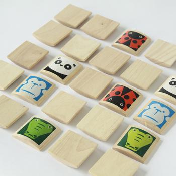 まず、裏返すと・・神経衰弱が楽しめます。まだ小さなお子さんはカルタのように、ママが言った動物のカードを探すゲームとしても遊べますね。  指先を動かしたり、記憶力を磨ける逸品です。