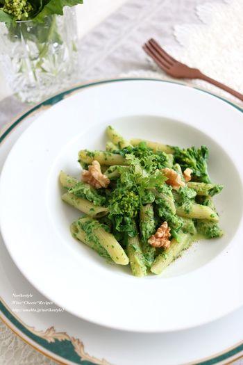 春野菜の代表格の菜の花をふんだんに使った、緑豊かなクリームパスタ。クリーミーなまろやかさが、春野菜のほろ苦さを和らげてくれます。