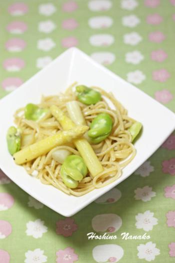 春野菜のホワイトアスパラとそら豆を使った、季節感あふれるパスタ。味付けは、アンチョビと塩こしょうのみ。シンプルだからこそ、素材の味も楽しめます。