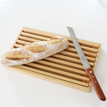 余分な力をかけることなく、キレイな切り口で切ることが出来ます。出るパンくずも少なく、フワフワの食パンも切りやすいのがうれしいですね。
