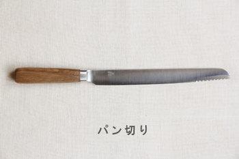 ステンレスの刃部分のクールさに、栗の木を使った柄の部分の温かさがナイスコンビネーション。使うときに手に感じる木のぬくもりがホッとしますね。