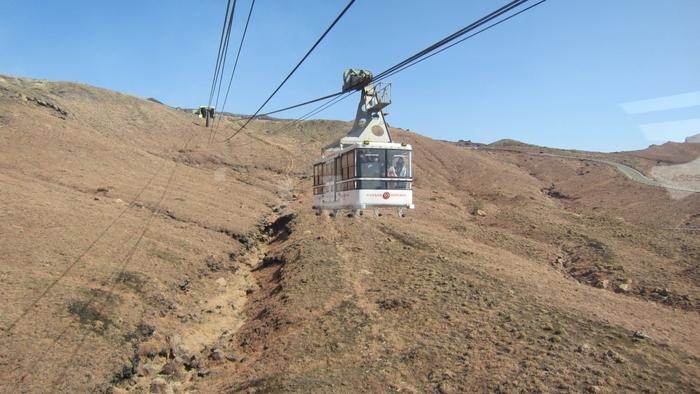 阿蘇中岳火口には、車orロープウェイで行くことができます。ただ、阿蘇山は活火山なので登山規制の場合もありますので、最新情報をHPでチェックしておきましょう!