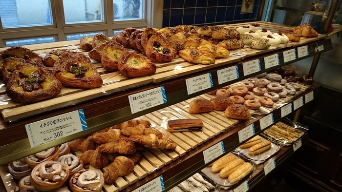 リュドヴィック・リシャール氏の出身地であるブリュターニュ地方の特産品、「そば粉」を使用したバゲットやクロワッサンをはじめ、デニッシュ・パイ・お惣菜系のパンなど豊富なメニューを提供しています。