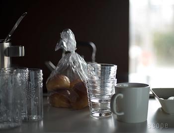 1881年、フィンランドのイッタラ村で生まれた老舗ガラスメーカー「Iittala」。美しさと機能性を兼ね備えたそのプロダクトは、ガラス製品だけでなく多くのオリジナリティあふれるテーブルウェアを送り出しています。