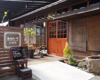 県庁近くにある古民家カフェ「あめいろcafe」は、通し営業なので、ランチもディナーも時間を気にせずに気軽に立ち寄ることができます。