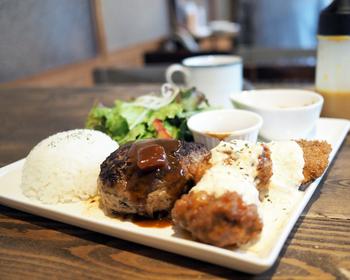 あめいろミックスプレートは、ハンバーグ・チキン南蛮・ボラフライ・ミニライス・スープ付きのお得なセット。肉汁たっぷりのハンバーグは単品でも人気のメニュー。チキン南蛮とボラフライも付いているのでボリュームも満点です!