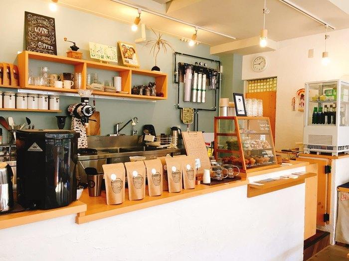 四季通りにある「恋史郎コーヒー」は、宮崎のおしゃれなカフェとして大人気!北欧を感じるインテリアのセンスも抜群なんです。ランチもコーヒーも美味しい、のんびりとした時間が流れるお店です♪