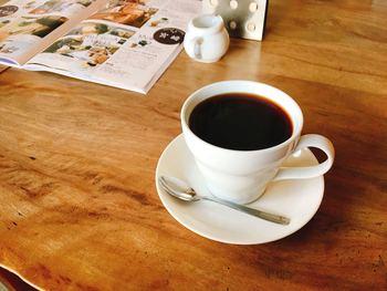 コーヒーは、エチオピア・コロンビア・ブラジルなどの豆やブレンドから選べ、注文後に焙煎機で豆を挽きハンドドリップで淹れてもらえます。コーヒーの奥深さに改めて気づかされる味わいです。