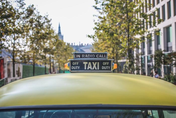 観光名所を色々と自由に回りたい場合は、観光タクシーがおすすめです。1~10人まで利用でき、阿蘇を知り尽くしたドライバーさんが予算内でコースを提案してくれます。ゆっくりと阿蘇を楽しみたい方は、観光タクシーを利用してみましょう。