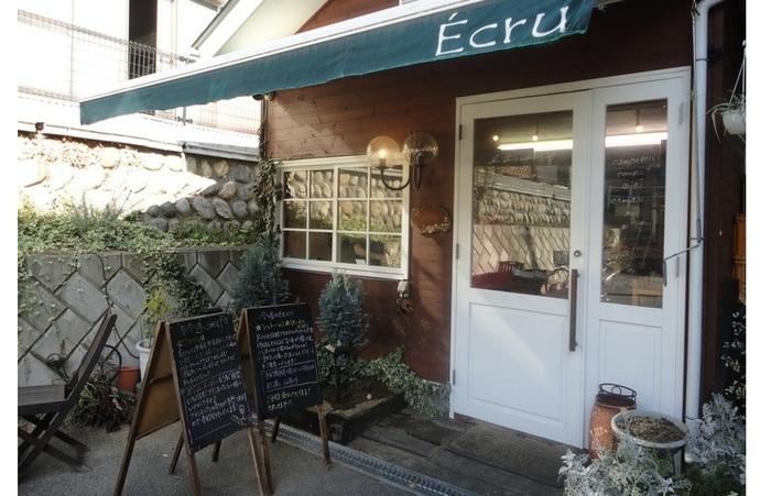 """千葉県の名店「ZOPF」で修業したオーナーが2002年にオープン。Ecruとはご存じのとおり、""""生成り""""""""素材のまま""""の意。"""