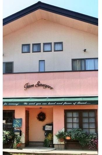 前身の店は1993年のオープン。2002年に現在の場所に落ち着きました。パン職人:トムさん、販売担当:かよさんのご夫婦が営まれるパン屋さんです。