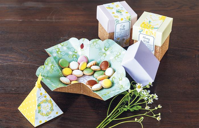 みんなに喜ばれるビスケットやクッキーは、ギフトの定番。でもこのクッキーはボックスを開けるとお花畑が広がり、真ん中に「thank you」の文字と、てんとう虫が描かれている仕掛けがあります。職場や家で、開けたときにサプライズがあれば、印象に残り、いい思い出に。