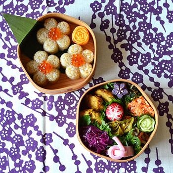 紫色の梅が高貴な印象です。和の面持ちを大切にしたいお弁当のときに、選びたくなるお弁当包みです。
