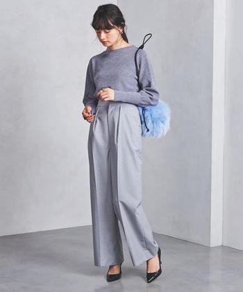 ワイドパンツをきれいめに着こなしたいときは、テロっと素材かつグレー(ライトグレー・ダークグレー両方OK)をチョイス。お仕事の日でも大活躍の、すっきりコーデに仕上がります。