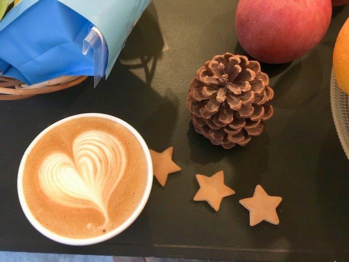 コーヒーの種類はすっきりブレンドや苦味ブレンドなどわかりやすいのでその時の気分で選んでみてくださいね。エスプレッソやアメリカーノ、ほうじ茶ラテなどメニューも豊富です。
