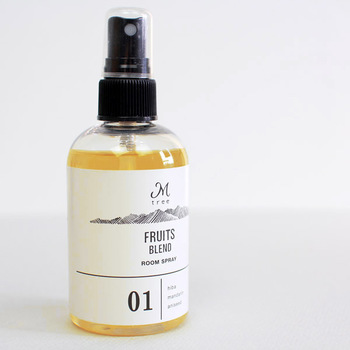 """木を想う気持ちから生まれた「Mtree(エムツリー)」のルームミスト。木部から抽出された天然精油をベースにしています。穀物由来のエタノールなので、お肌にも優しく安心です。名前の由来通り、""""木の香り""""がメインです。"""