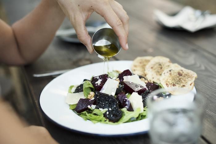 脂溶性ビタミンは油に溶けやすいので、油と一緒に炒めることで食材に含まれるビタミンを余すことなく摂ることができます。