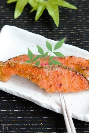 味噌を使った、とっても香ばしい照り焼きのレシピ。味噌が鮭の旨みを引き出します。お弁当のおかずにも◎