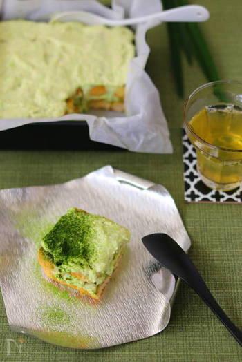 枝豆の淡い緑と抹茶の濃い緑の色合いが美しいずんだクリームの抹茶ティラミス。ビスケットに抹茶リキュールを染み込ませていますが、お子さんにはリキュールの代わりに抹茶ラテの素を使うと◎和と洋の組み合わせが絶妙な美味しさです!