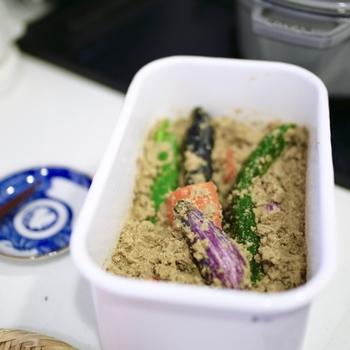 ぬか漬け、納豆など、昔から食べられてきたお馴染みの自然食品たち。腸内環境を整え、免疫力を高めてくれる効果も。