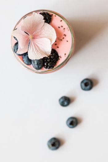 食用として栽培されたエディブルフラワーは、料理やスイーツの飾りとしてだけではなく、実際に食べることができる食用花です。