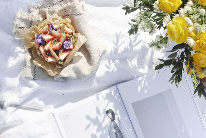 「エディブルフラワー」はサラダの具材やお菓子のデコレーション、ヨーグルトのトッピングなど様々な料理やスイーツに取り入れることができます。 今回ご紹介した素敵なレシピをヒントに、華やかで美味しいおもてなし料理にチャレンジしてみませんか?