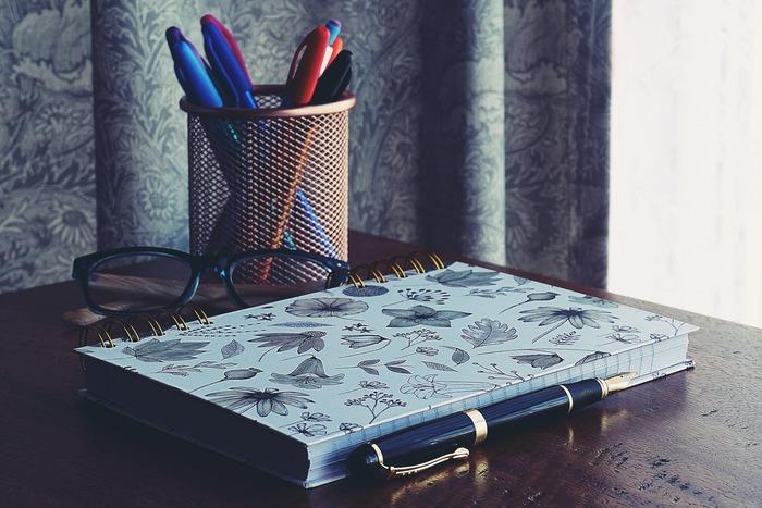 机の上は、もう一つのあなたの頭の中でもあります。机の上がすっきり整頓されていると、頭の中までクリアに。ぜひデスク周りの収納を見直してみませんか?