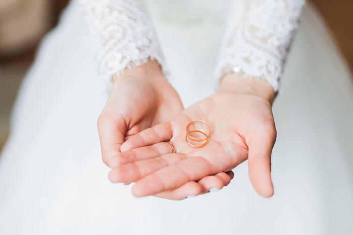 夫婦の絆とともに大切にしていきたい『結婚記念日』。年月とともに深くなる夫婦の愛を、その呼び名の意味を感じながらお祝いしてみませんか?