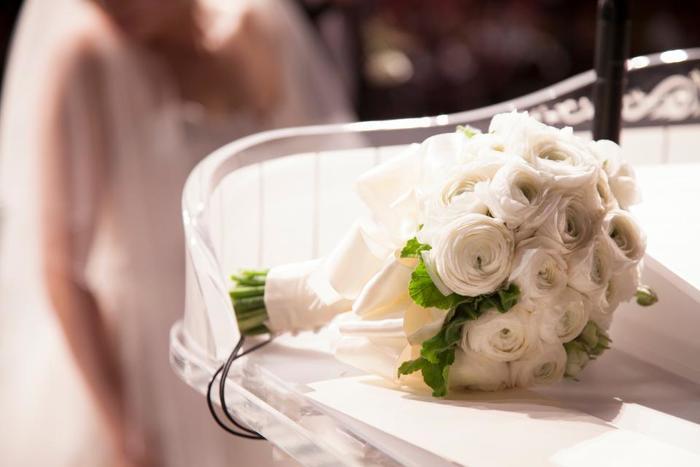 「結婚記念日」とはその言葉の通り、結婚した日を記念した日のことをいいます。夫婦だけでなく、お互い家族にとっても大切なお祝いの日。