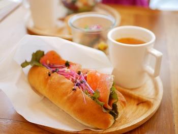 夜ふかししてくたくたになった朝も、早起きしてちょっぴり眠い朝も、素敵なお店と美味しいパンがあれば、きっと気持ちがリフレッシュ。「渋谷には特に用事がない…」という人も、お休みの日に少し早起きして、幸せなモーニングをいただきに訪れてみませんか?
