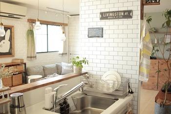 現在のキッチンの広さ、レイアウト、水まわりが古くなっていないか、十分な収納はあるのかなどをチェックします。生活にマッチしていない部分がどこなのかを明確にしておくと、専門家にリノベーションを相談する際とても役立ちます。