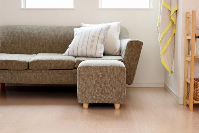 家具がひとつ加わるだけで、住まいの印象は大きく変わります。そのなかでも空間の主役になる大型家具は、特に失敗したくないアイテムなのではないでしょうか。  センスいいね、と言われるインテリアに仕上げるには、テイストの統一が大切なポイントになります。ショップなどで選ぶ際その家具のデザインだけを見てしまいがちですが、インテリア全体にマッチするテイストを選びたいもの。家具を置きたい空間を撮影して持って行くのもひとつのアイデアです。