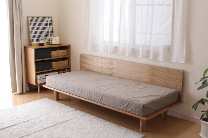 リビングの主役ともいえるソファは、くつろぎの空間を演出してくれる大型家具。 選ぶ時にまずチェックしたいのがサイズです。素敵なソファだとしても、置きたい部屋に搬入できなければ意味がありません。ドアや窓などの間口から入るのか、置きたい場所に梁や出っ張りがないかもチェックしましょう。