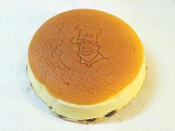 チーズケーキに使われているクリームチーズは、生産技術の高度なデンマークから風味豊かなクリームチーズを直輸入されているそう。また常に焼き立てを届けたいという想いから、開店から閉店まで何回も焼き上げているのだとか。