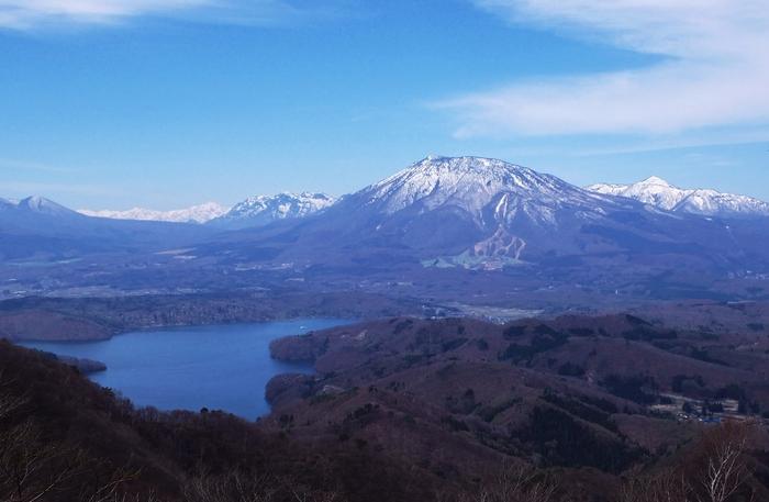 画像は長野駅から北へ25km、新潟県境に近い野尻湖。大正初期、軽井沢の喧騒をきらった宣教師たちが湖のほとりに「国際村」を形成したことによって、ジャムの文化が根付きました。