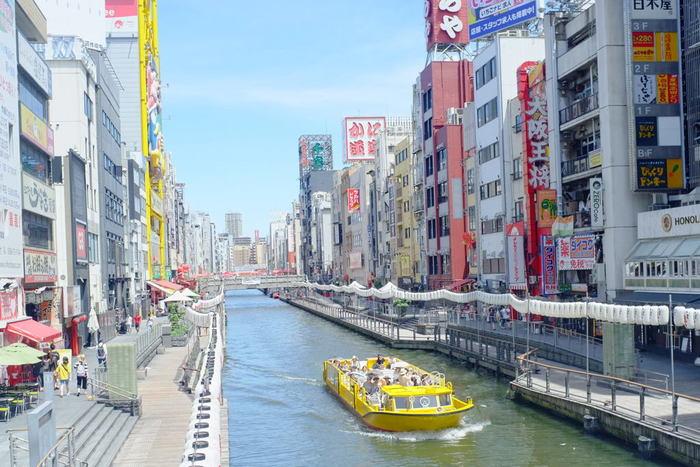 大阪ミナミにある「難波」。グリコの看板がある道頓堀が有名ですが、大阪の中でもディープなスポットが多いのも特徴のひとつです。食い倒れの街というだけあって、美味しい食べ物のお店は盛りだくさん!今回は難波に来たならぜひ寄ってほしい、とっておきのお店をご紹介します。