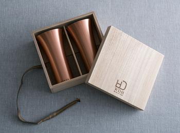 結婚7年目には銅のようにどっしりとした安定感が生まれることからそう呼ばれるようになった「銅婚式」。銅にちなんだ贈り物の中でも、夫婦で長く使える銅製の食器などはいかがですか?銅は熱伝導率が高いので、使い勝手も◎