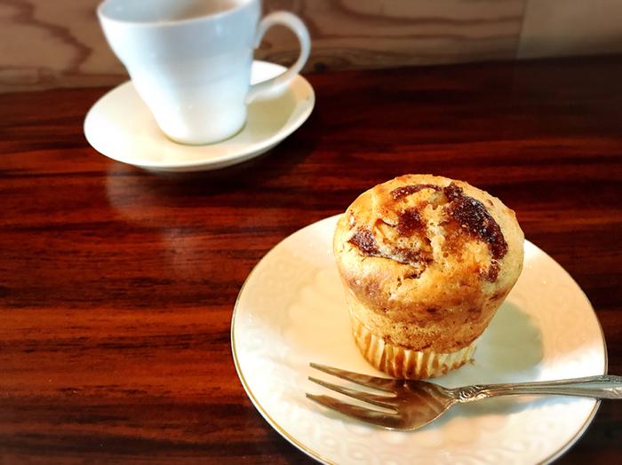 コーヒーと一緒にマフィンはいかがですか?注文後に温めてくれるマフィンは、外はサクッと中はもっちりでコーヒーによく合いますよ。