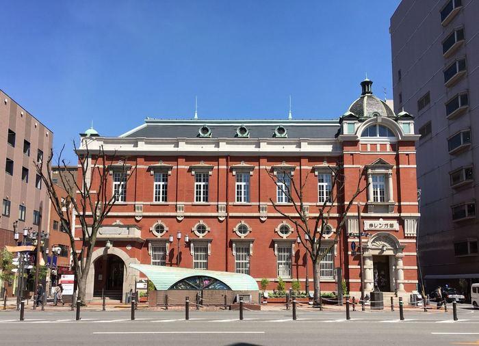 国の登録有形文化財にも指定されている「大分銀行 赤レンガ館」。大正2年(1913年)に旧二十三銀行本店として建てられ、平成30年(2018年)に外観や内装をリニューアルし、1階に「タウトナコーヒー 赤レンガ店」がOPENしました。大分を代表するスペシャルティーコーヒー専門店で、コーヒーやスイーツがいただけます。