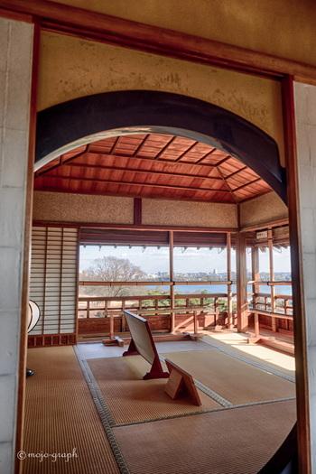 3階にある「楽寿楼」からは、千波湖や田鶴鳴梅林など水戸の雄大な景観が広がります。