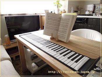 ピアノを習わせたいけれど、続けられるか分からないからピアノを買うのはちょっと…、という方は、ハンドロールピアノを試してみては。